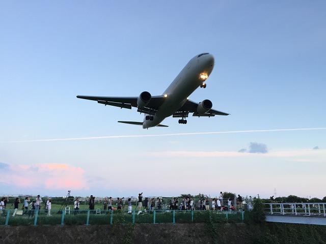 伊丹空港の飛行機着陸