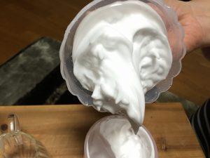 小さい容器で作った泡