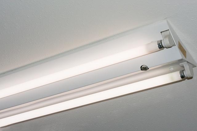 アルミ箔で照明器具の明るさアップ