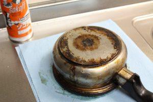 ソコフを塗った鍋。一晩放置